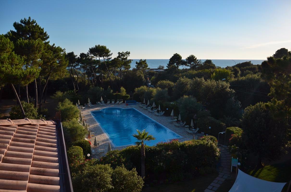 La piscina di hotel villa elsa a marina di massa - Villa dei sogni piscina ...