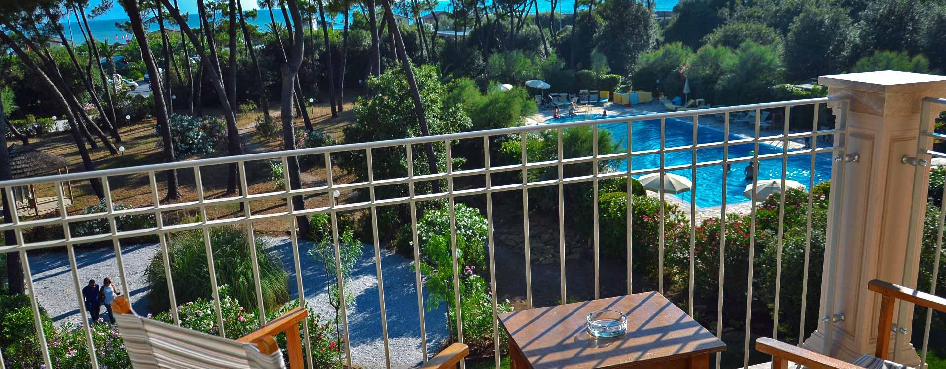 Hotel con terrazza panoramica sul mare e tutta la costa